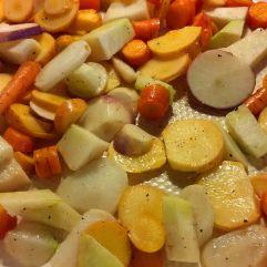 Gemüsepfanne mit Karotten, Mairüben und Kohlrabi